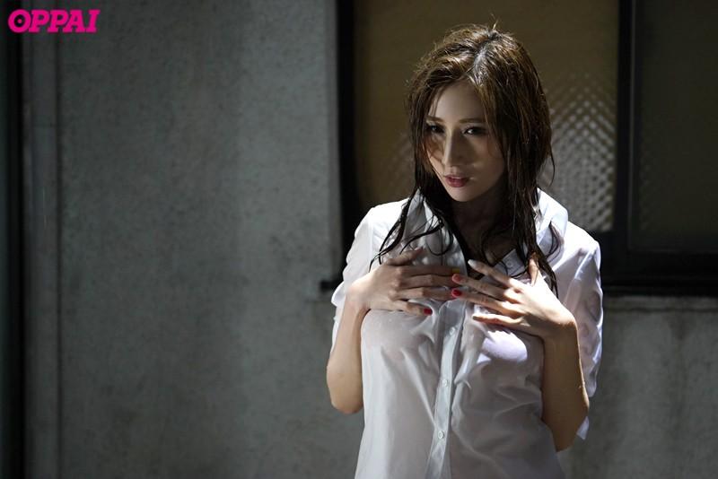 雨宿りで露わになった女上司の濡れ透け巨乳に僕は理性を失った JULIA の画像7