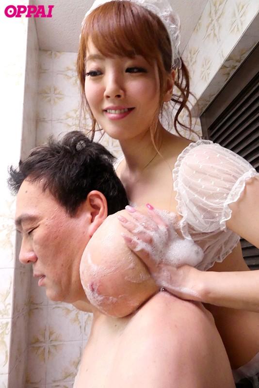 おっぱい丸出しで365日従い続ける 爆乳でご奉仕中出しもOKメイド Hitomi の画像9