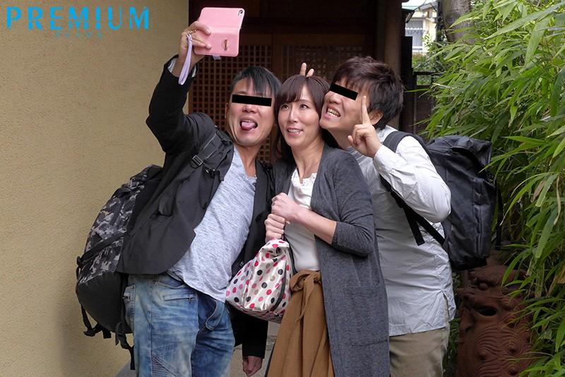 社員旅行NTR~妻と同僚の下見宿での浮気中出し映像~ 澤村レイコ の画像10