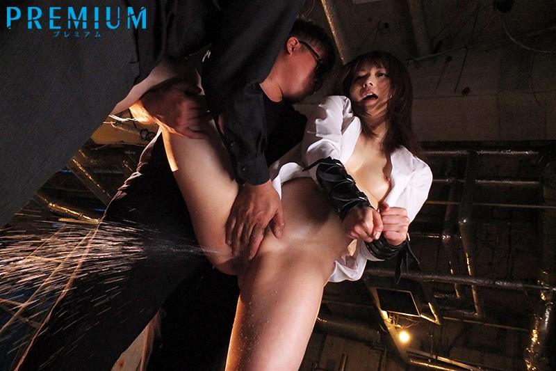屈辱に濡らされた捜査官~強制失禁させられた強気なエリート~ 麻倉憂 の画像3