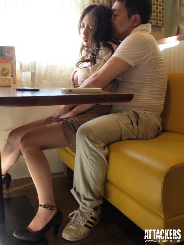 痴漢レストラン こんな所で…なのに、なのに私ったら…! 織田真子 の画像11