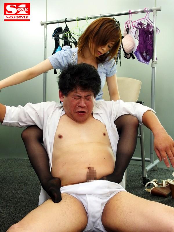 下着モデルをさせられて… 奥田咲 の画像5