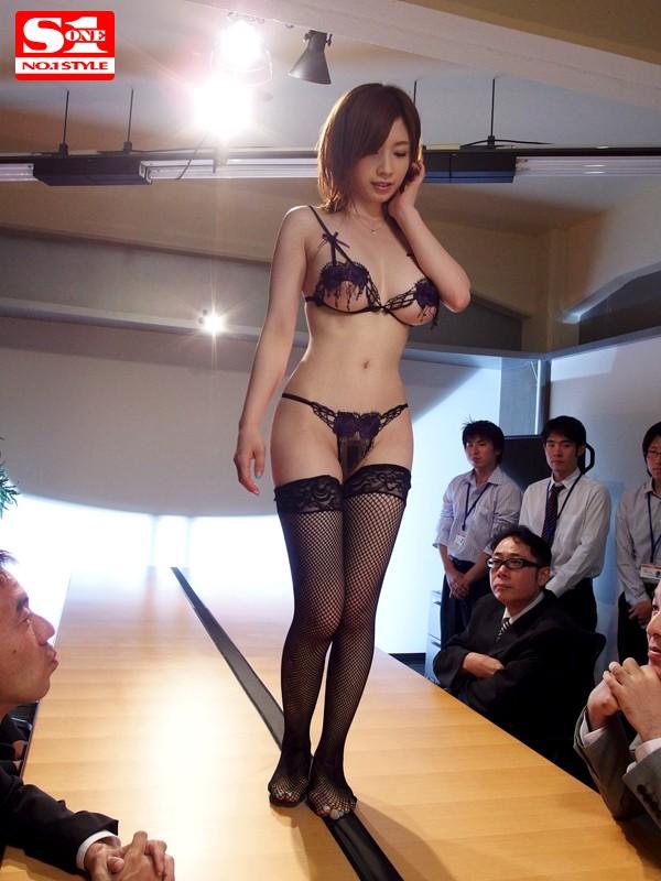 下着モデルをさせられて… 奥田咲 の画像8
