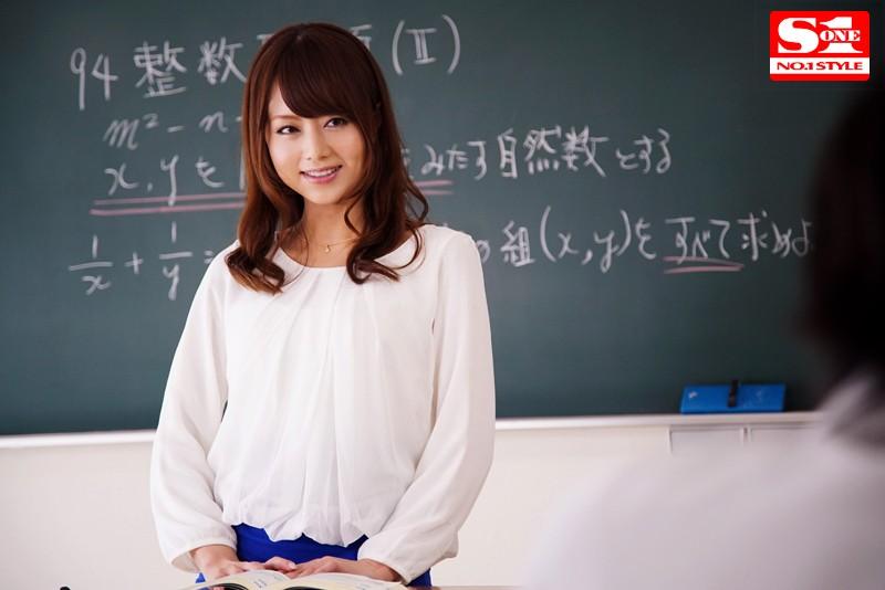 父兄参観を待ちわびる女教師 吉沢明歩のサンプル大画像の写真