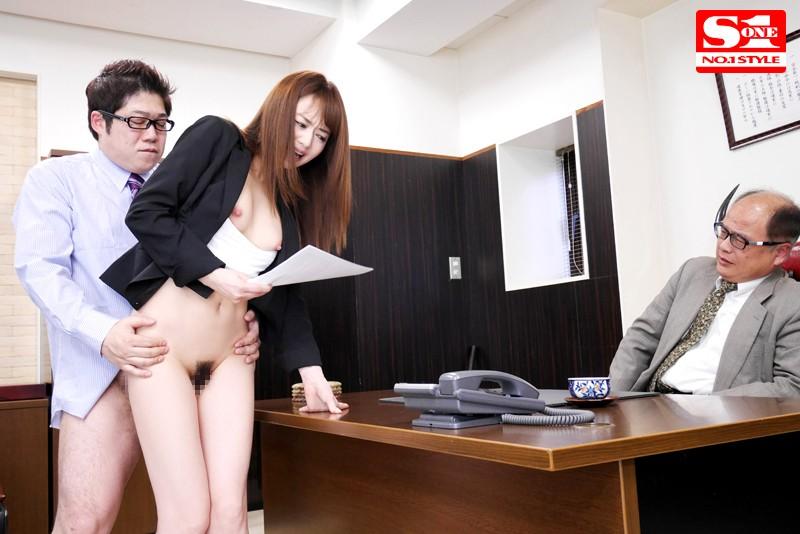 平然と性交 初めてメインキャスターに抜擢された私は視聴率の為なら生放送中にマ●コを弄られてもチ●ポをブチ込まれアへ顔を晒しても原稿を読み続けるセックス中毒の女子アナとしてお茶の間を賑わせています。 吉沢明歩