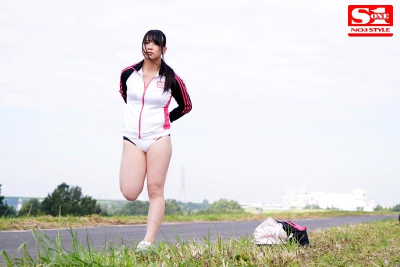 アスリート少女の汗ばんだ肉体を狙う猥褻満員痴○電車 白石真琴