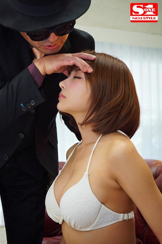 「明日花キララさん!催眠術に掛ったフリしてください!」1mmも動けない演技しながら超快感にひたすら堪える身動き我慢SEX