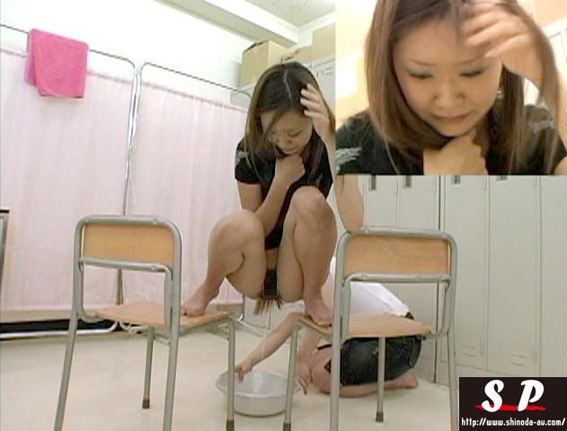 女に見られて最も恥ずかしい浣腸 の画像5
