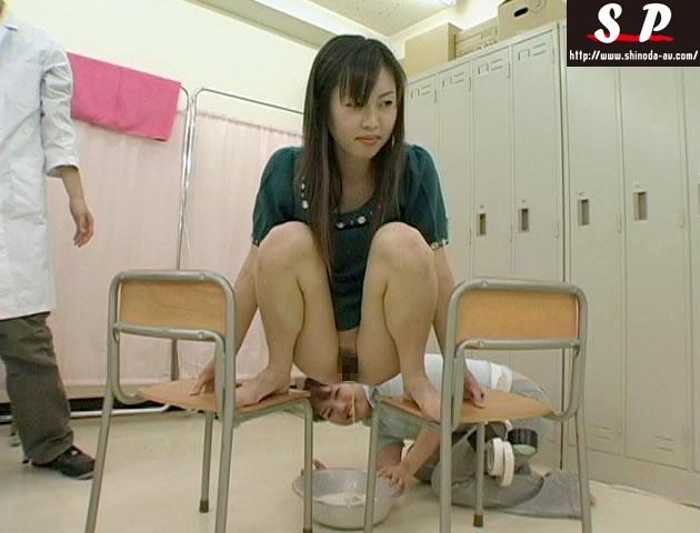 女に見られて最も恥ずかしい浣腸 の画像7