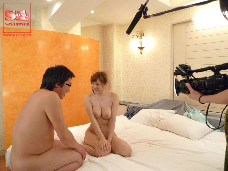 エロ麻美ゆまがセクシー衝撃映像