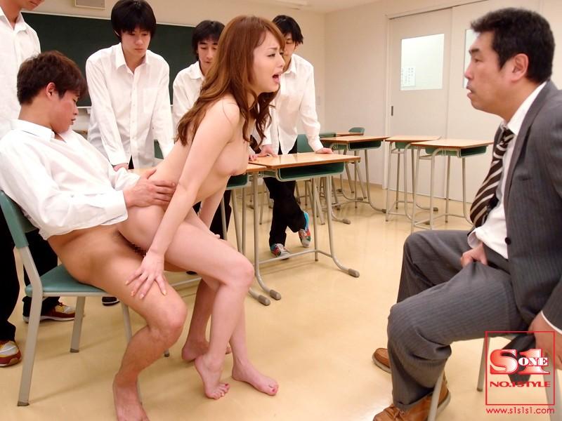 どんな性的要求も処理する家政婦吉沢あきほエロ画像