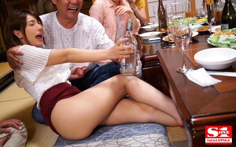 泥酔NTR町内会 妻が最近やたらとご近所さんと仲が良いワケ≪理由≫ 星野ナミのサンプル画像1