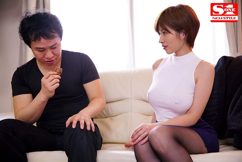 透け乳首で隣人を勃起させ笑みを浮かべるヤリたがり巨乳妻 奥田咲 の画像10