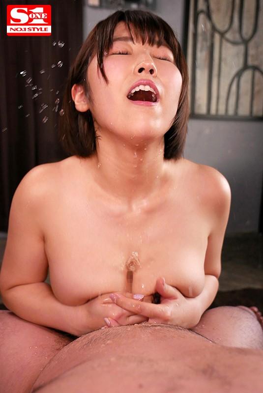 挟むじゃなくて包み込む チ●ポが丸っと隠れるほどの爆乳パイズリ包射 松本菜奈実 の画像8