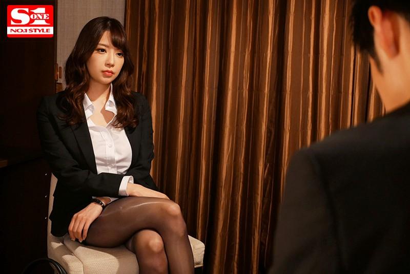 「Jカップと噂の美人上司と出張先ホテルがまさか相部屋になるなんて… 安齋らら」のサンプル画像です