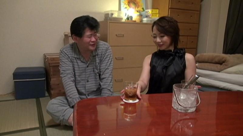 【お得セット】人妻宅飲み卑猥サービス始めました 成宮いろは 丘咲エミリ 浜崎真緒 の画像12