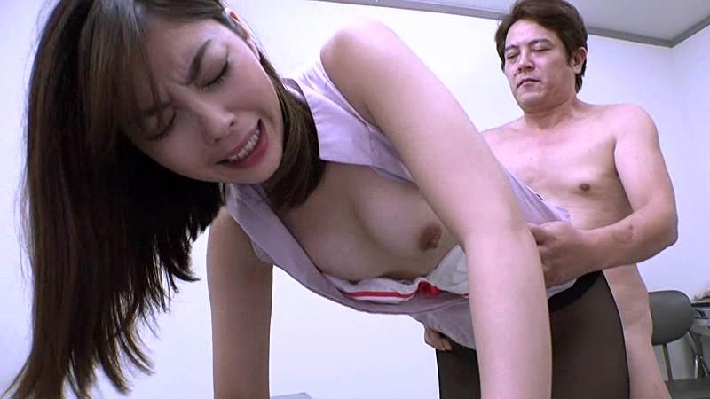 受刑者や職場の上司に迫られる咲流さんは、セクハラされまくりの女刑事 卯水咲流 の画像3
