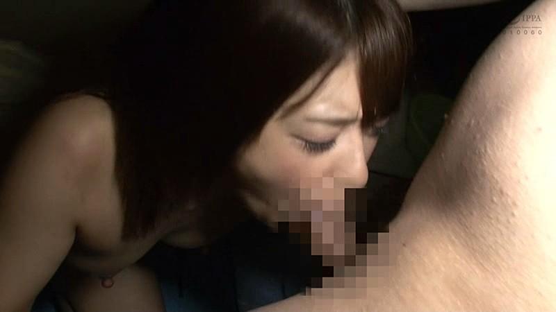 麻里梨夏がイマラチオで無理やり口内発射されるのを見逃すな!