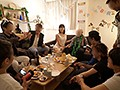 [TNB-013] 総資産5億! 年の差39歳夫婦の誕生会NTR乱交パーティー! 33歳の超ヤリマン嫁が72歳資産家夫の誕生日パーティーを企画!幸せなホームパーティーのはずが嫁がセフレを呼びまくって乱交パーティー!