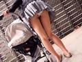 [TURA-106] 子育てママたちは隙だらけ!!完全盗撮!!ベビーカー越しに赤ちゃんをあやしている奥さん密着 パンチラ胸チラ83名