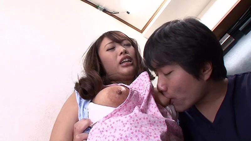 父が出かけて2秒でセックスする母と息子 香乃まどか の画像2