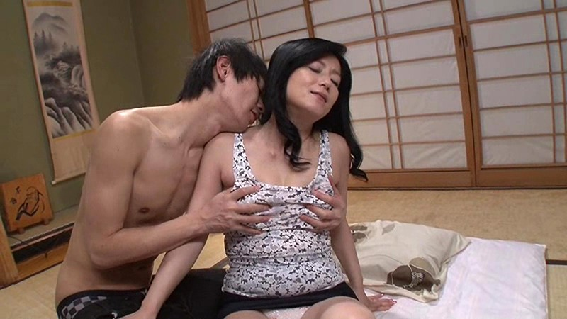 父が出かけて2秒でセックスする母と息子 七海ひさ代 の画像13