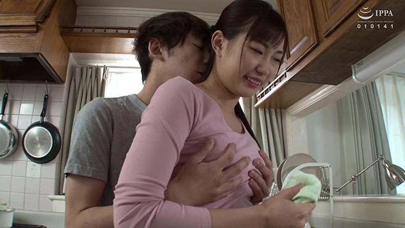 父が出かけて2秒でセックスする母と息子 美谷朱里 の画像20