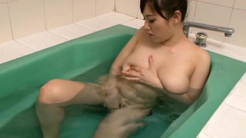 長澤あずさの美人キャスターがテレビ中継され