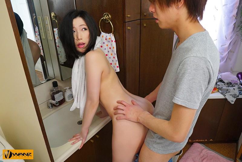 え…お姉さん!? 彼女と間違って即ズボ 突然のチ○ポに発情して中出しを求め続けられた僕 佐山愛