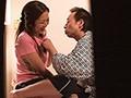 [YAMI-059] ビンビンの勃起チ○ポ握らされ抱きつかれたら欲求不満の人妻マッサージ嬢は生でヤラれても拒めない