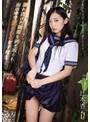 濡れ透けた制服を剥ぎ取られ雨の中で犯される女子校生 辻本杏 生写真3枚付き