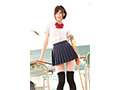 【DMM限定】スベスベの長い脚で学校中の視線を独占する 絶対領域スレンダー女子校生 緒奈もえ 生写真3枚付き  No.5