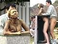裸で銅像になりきって街角羞恥露出 サンプル画像 No.6