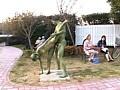 裸で銅像になりきって街角羞恥露出 サンプル画像 No.1