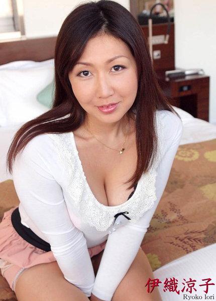 人妻・熟女通信DX 「言いなり美熟妻」 伊織涼子 41歳 前編