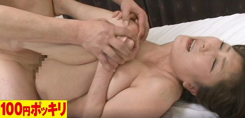 乳首を嫐って!Mっ気が強い五十路の被虐セックス