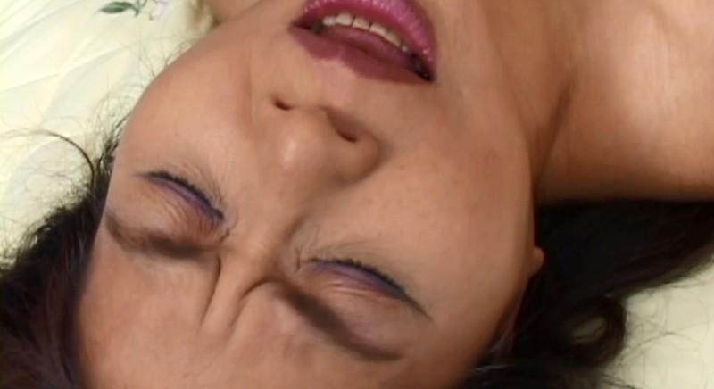 乳首が発情スイッチ!しゅきしゅきホールドで絶叫する五十路6