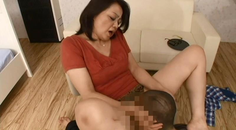 母さんに媚薬を●ませてみたら別人のように息子の体を求める淫乱変化 画像4