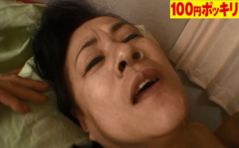 とにかくキスが好きでたまらない!男の顔までペロペロ舐めまくる独身熟女は寂しがり屋のセックス依存症 画像13