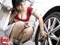 停車中の助手席で暇を持て余してそうな巨乳美女を発見!!彼...sample5