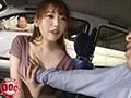 停車中の助手席で暇を持て余してそうな巨乳美女を発見!!彼...sample9