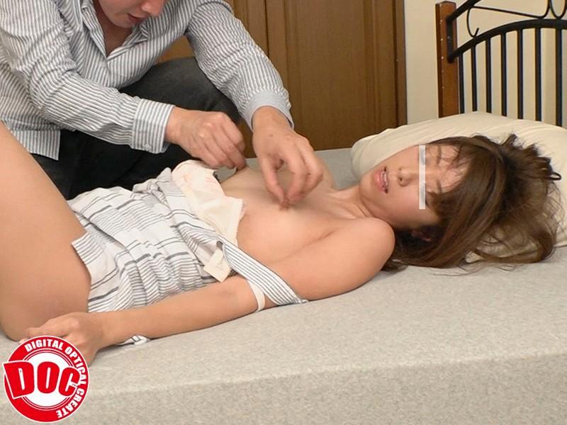 浮きブラして美乳首がチラ見えしている無防備女子は、見られている事に大興奮!勃起乳首をねぶり回され何度もイキまくり!!