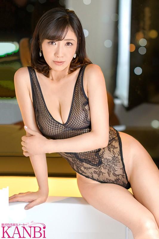 桃子、49歳にして恋をする。 憧れのあの男と二人きり生ハメ中出しの濃密性交 菊市桃子 1枚目