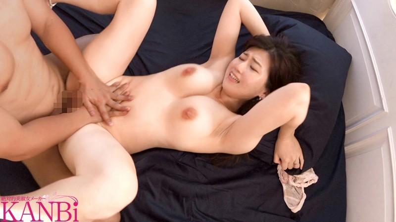 どエロい乳輪Fカップ妻 お口の中にも性感帯、セフレと食事中でもじんわり濡れ...のサンプル画像