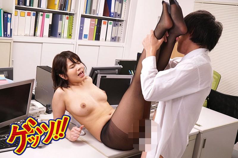 利尿剤を使い職員室でお漏らしさせたエロすぎ美脚女教師と黒スト履きっぱなしSEXのサンプル画像