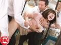 VRバス痴○-ヴァーチャルバス通勤モニターと偽られ痴○師だらけのバスに乗せられた巨乳美女- 8
