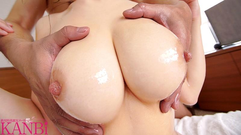 綺麗な先生は好きですかー?元音楽●校教師の人妻 有賀みなほ 32歳 KANBi専属AVデビュー!! G乳スレンダー、美脚、美巨乳、彼女の全てに釘付け…!! 画像4