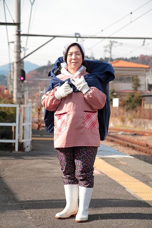 #可愛すぎるおばさん2 何気ない仕草や笑顔が愛くるしくて抱きしめたい思わず「いいね!」をポチりまくりたくなる五十路熟女 12人4時間 10枚目