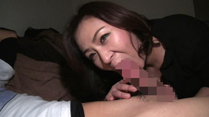 配信サイトで記録的な売上を叩き出した 伝説の素人熟女 神動画 浮気受精SEX 12人240分3 6枚目