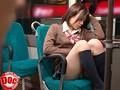 通学時に見かける同じ学校のあの子が部活帰りで疲れたのか、ぐっすり寝込んでいる… あまりにも寝顔が可愛くて見とれていると足の力が緩んだのか?どんどん股が開きパンツが…
